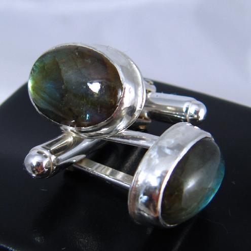 Handmade silver gemstone jewellery by Lizzyanthus